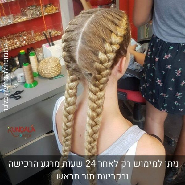 בחורה עם 2 צמות צמודות בתוספת שיער טבעי
