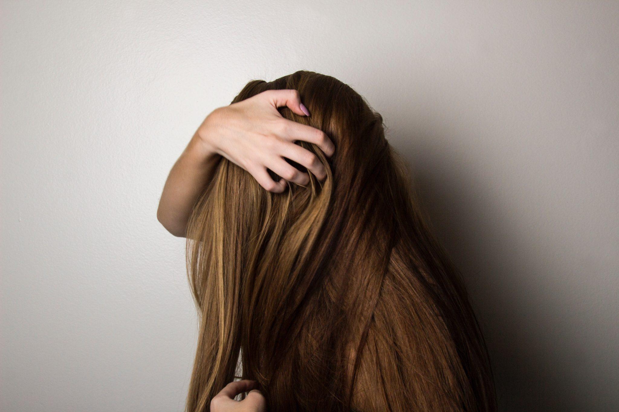 על השירות שלנו ויתרונות תוספות השיער שברשותינו