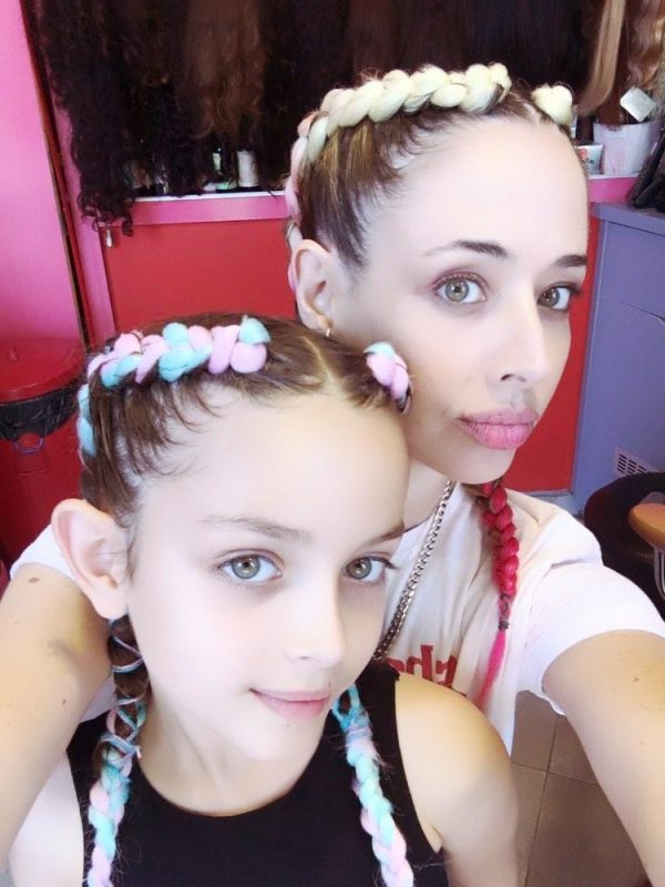 צמות צמודות אמא ובת