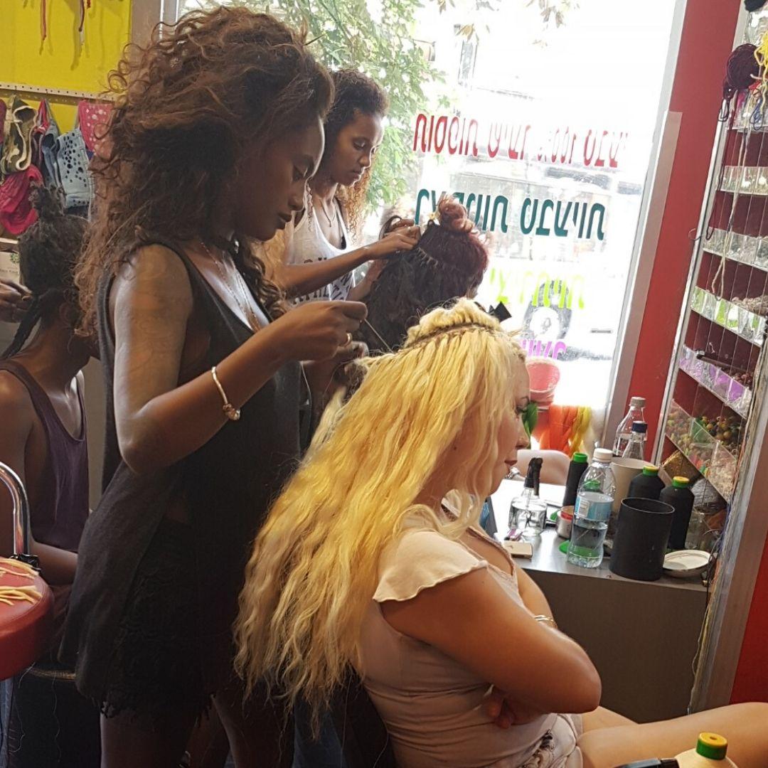You are currently viewing תחזוקת תוספות השיער – מה זה דורש ממך?